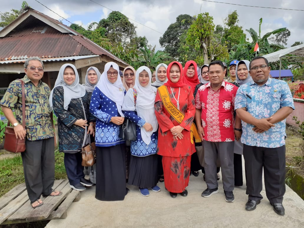Kepala Cabang Dinas Kelautan dan Perikanan Lingga Mengikuti Kegiatan Makan Ikan Cegah Stunting Dalam Rangkaian HARKANAS bersama Ibu Plt Gubernur Kepulauan Riau - Cabang Dinas Lingga